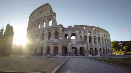 gladiador : Colosseum in Rome and morning sun, Italy