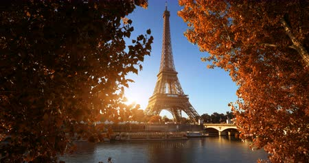 határkő : Seine in Paris with Eiffel tower in autumn time