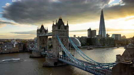 iluminado pelo sol : time lapse London skyline with illuminated tower