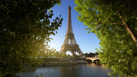 rzeka : Seine in Paris with Eiffel tower, France