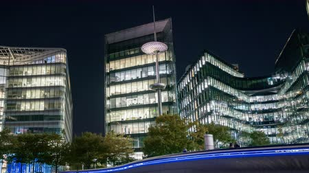 inglaterra : night hyper lapse, Office building in London, UK