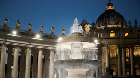 kupole : Bernini fountain, Saint Peters square, Vatican City