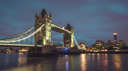 wielka brytania : time lapse, Tower Bridge in London in sunset time