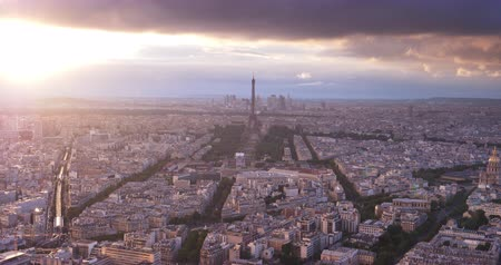 parisienne : Paris depuis le point culminant et la tour de l'Eifel, France
