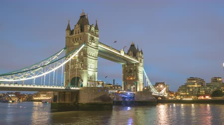 theems : time-lapse, Tower Bridge in Londen in zonsondergang tijd