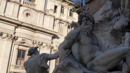 sokak : Statue of Zeus in Berninis fountain of Four Rivers in Piazza Navona, Rome