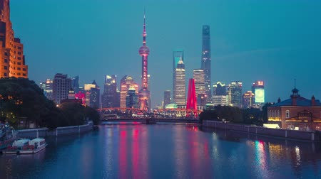 time lapse of sunset, Shanghai skyline and Waibaidu bridge, China Wideo