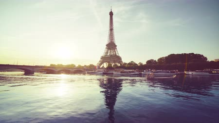 romantik : Eiffel tower and sunny morning, Paris, France Stok Video