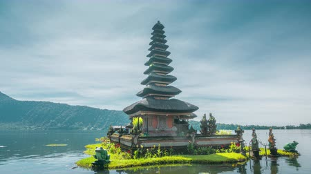 bratan : hyper lapse Ulun Danu Beratan Temple and Beratan Lake , Bali Stock Footage