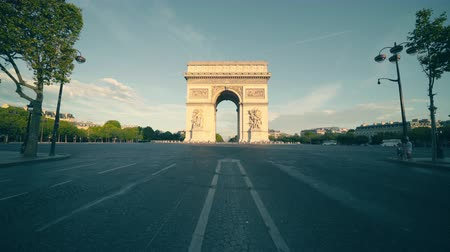 бульвар : Triumphal Arch at sunrise, Paris, France Стоковые видеозаписи