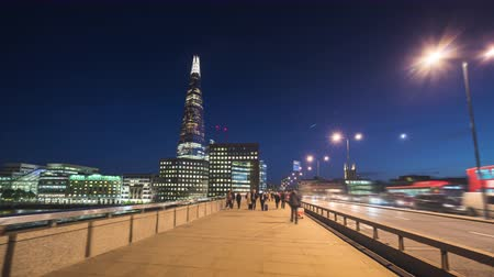 theems : hyper lapse van zonsondergang, skyline van London Bridge, UK