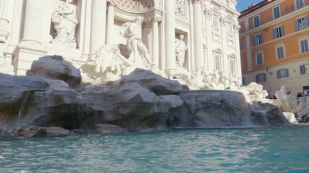 havza : Fountain di Trevi in Rome, Italy Stok Video