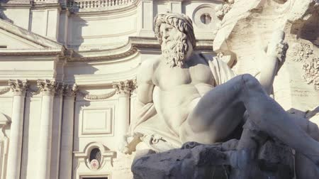 sütunlar : Fountain di Trevi in Rome, Italy Stok Video