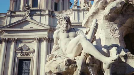 barok : Fountain di Trevi in Rome, Italy Stok Video