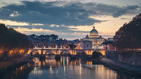цыган : hyper lapse of St. Peters Basilica, Sant Angelo Bridge, Vatican, Rome, Italy