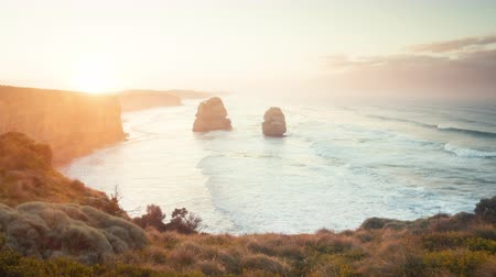 sziklák : Twelve Apostles, sunrise time, Australia Stock mozgókép