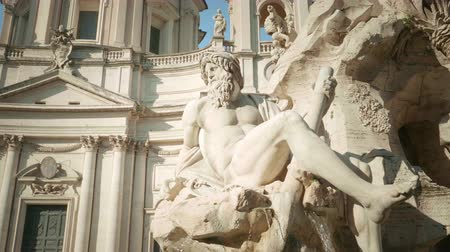 gündüz : Fountain di Trevi in Rome, Italy Stok Video
