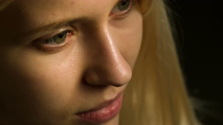 az emberi bőr : close-up of the skin of a teenager without makeup. Acne