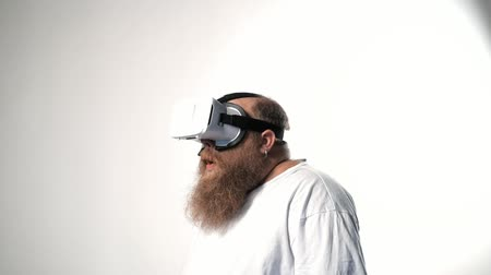 Excited male fatso having fun with virtual reality goggles Stok Video