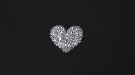 zaproszenie : Silver glitter arrange to heart shape on black background with flying light
