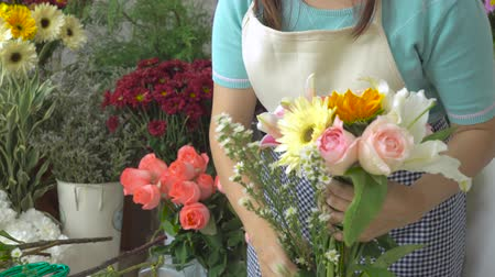 flower shops : Florist woman arranging a beautiful flower bouquet with beautiful flowers