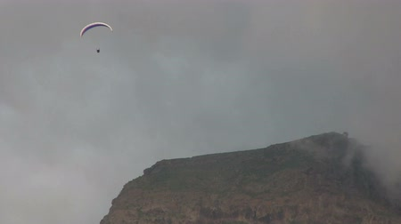 glide : Hang Gliding near a cloudy mountain. Stock Footage