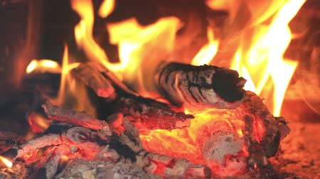 şömine : Hot fireplace full of wood and fire with the sound