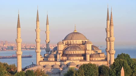 башни : Sultanahmet Camii most famous as Blue Mosque in Istanbul, Turkey Стоковые видеозаписи