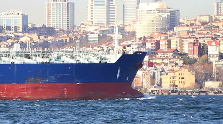 obchody : Large oil tanker ship sails in front of the city
