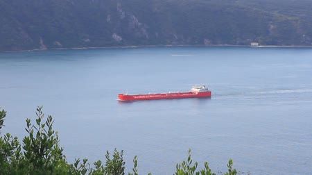obchody : Large red tanker ship on route to Bosporus sea