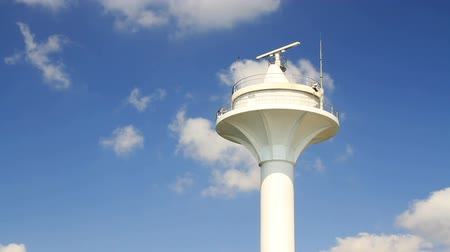 damarlar : Vessel navigation tower on a clear blue sky Stok Video