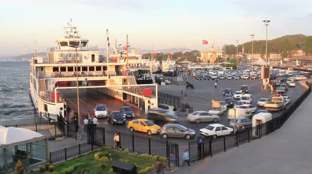 hora : Departures from Sirkeci ferry port in Istanbul. 15 sec time lapse