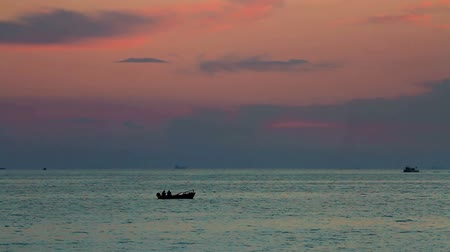 táj : Calm sea with a rowing boat at sunset