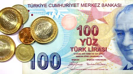 lira : Camera pans over Turkish coins to Ataturk Portrait. Turkish Money Stok Video