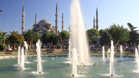 kentsel : Blue Mosque in Summer. Sultanahmet Park, Istanbul, Turkey.