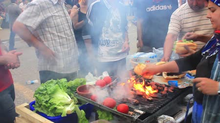 sekaná : ISTANBUL - JUN 1: Protests set off by a police crackdown of protest against removing Gezipark trees on June 1, 2013 in Istanbul, Turkey. Fire grilled meatballs for protesters