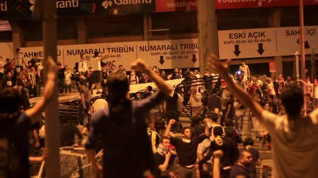 восстание : ISTANBUL - JUN 1: Violence sparked by plans to build on the Gezi Park have broadened into nationwide anti government unrest on June 1, 2013 in Istanbul, Turkey. At Dolmabahce Stadium, Besiktas