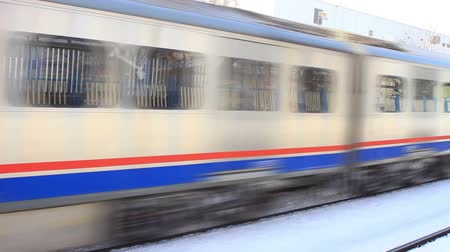 prędkość : Electric train motion in snow (with the sound)