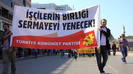 protesto : ISTANBUL - MAY 1, 2013: People during march at Kadikoy Pier for labor day anti-government protest. They demand on solution of many social issues, such as corruption and unemployment.