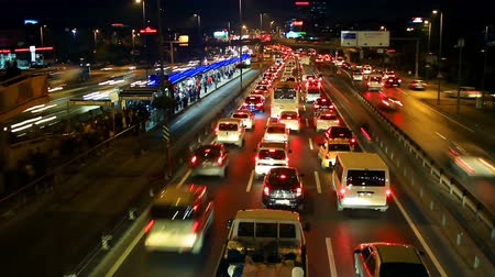 rendelenmiş : E5 Road. Istanbul has the second worst congestion in the world, with the average journey taking 57 percent longer compared to less traffic on the road. Metrobus line planed as a solution to transport problem with a daily capacity of 800,000 passengersday
