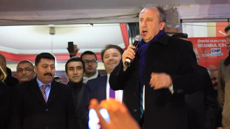 beszéd : ISTANBUL - MARCH 16, 2014: CHP deputy parliamentary group chair Muharrem Ince slams the government over corruption during election rally at Maltepe. Turkeys opposition leaders have harshly criticized Prime Minister Recep Tayyip ErdoÄŸan over a corruption