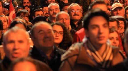 beszéd : ISTANBUL - MARCH 16, 2014: CHP deputy parliamentary group chair Muharrem Ince slams the government over corruption during election rally at Maltepe. Parliamentary Muharrem Ince slams the government. Turkish government says election observers from EU welco