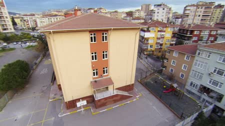 okula geri : Elementary School Building. High definition, flyover footage.