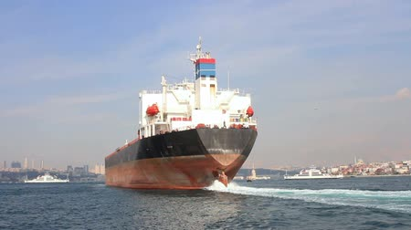 damarlar : Back view of the oil tanker ship. Large ship sailing through Straits in Istanbul, Turkey.