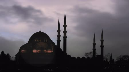 минарет : Suleymaniye Mosque, Morning Clouds.  Mosque built by Suleiman the Magnificent, Istanbul, Turkey