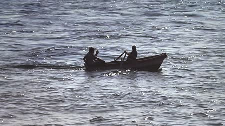 veslování : Rowing against the tide