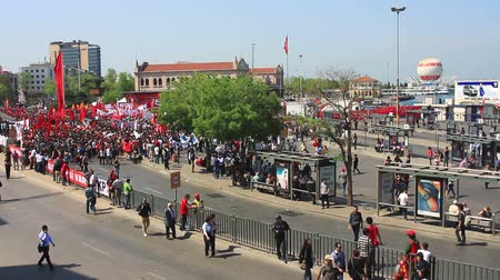 восстание : ISTANBUL - MAY 1, 2013: Labor day held in Turkey. People demand on solution of many social issues, such as corruption and unemployment. Labor day held in Turkey