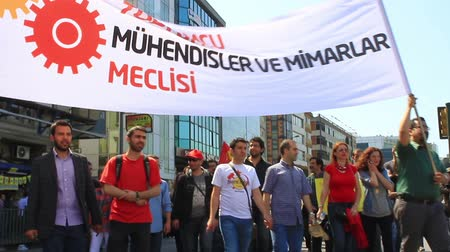 восстание : ISTANBUL - MAY 1, 2013: Engineers and architects during protest on labor day. They demand on solution of many social issues, such as corruption and unemployment. Engineer and architect march to protest