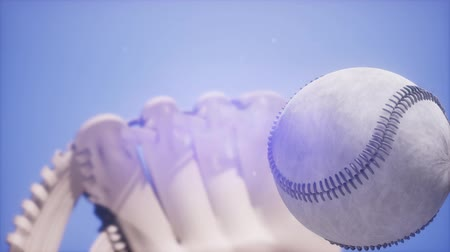 beisebol : 4K Super slow motion Baseball and mitt at blue sky background Stock Footage