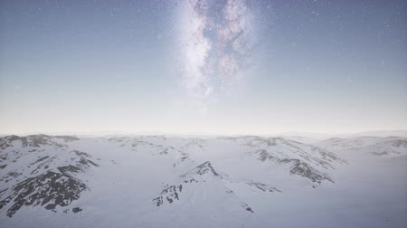štěrbina : aerial view of Milky Way above snow covered terrain Dostupné videozáznamy